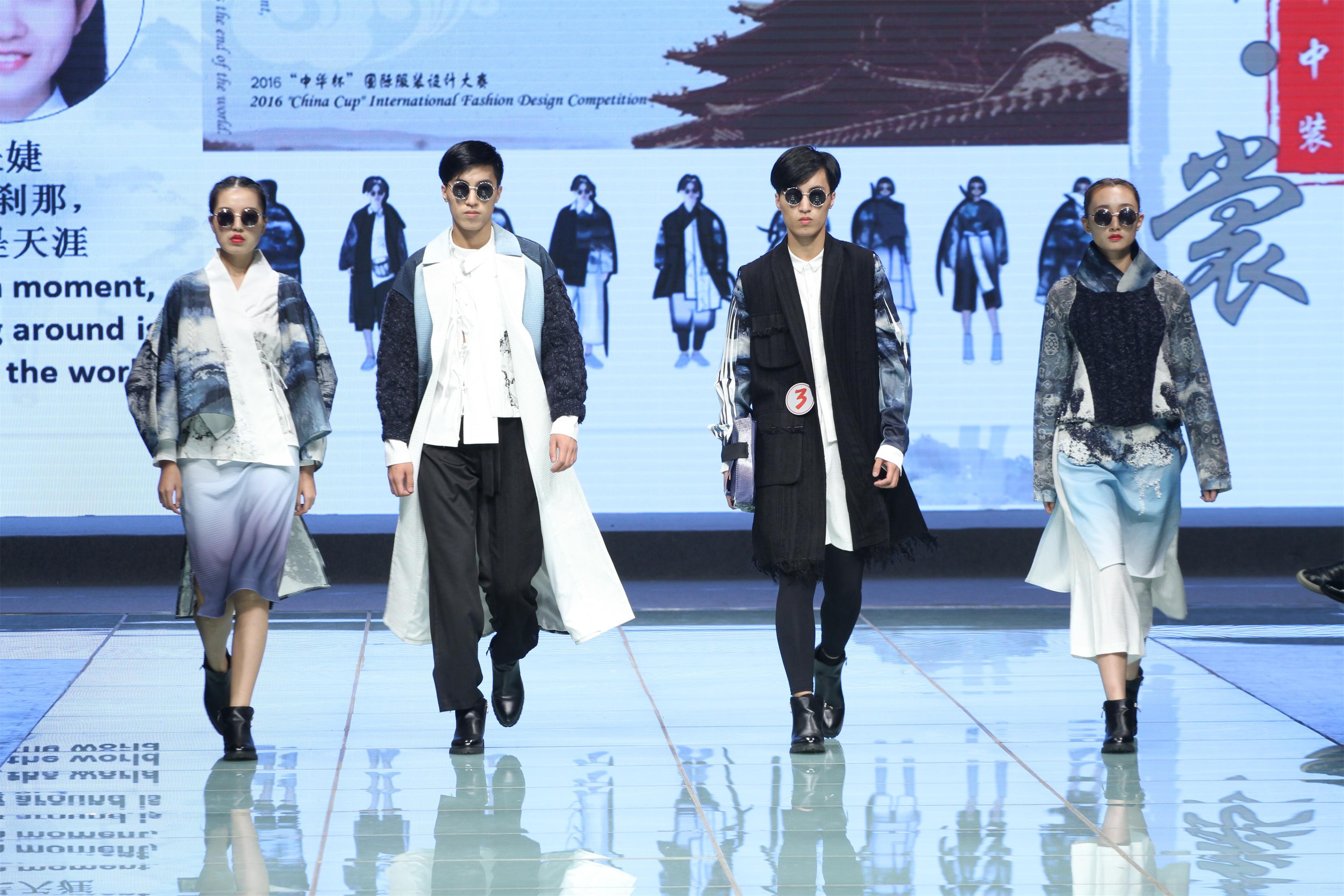 10月17日晚上,上海服装行业协会成立30周年暨2016中华杯国际服装设计大赛拉开帷幕。24个系列的新中装作品接受了评委和观众的检阅,为上海时装周的舞台奉献出一台最具创意、引领潮流的设计佳作。我校中法埃菲时装设计师学院应上海服装行业协会邀请,参与了整个活动的策划、管理、组织以及最终的演出编导。中法学院在校生郑秀莲同学的左右朕意系列亦在角逐中脱颖而出,荣获铜奖殊荣,另有两位毕业生的设计作品分获铜奖与最佳工艺奖。    作为2017春夏上海时装周官方日程的重头戏中华杯回归20周年系列活动在